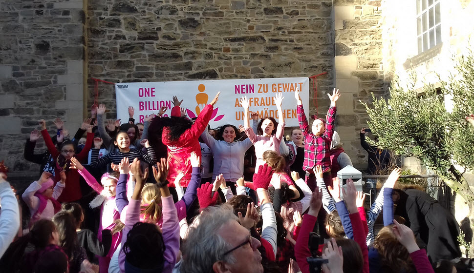 One Billion Rising in Schulen