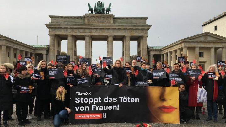 Aktion Berlin - Stoppt das Töten von Frauen - Foto: Maria Schrammen